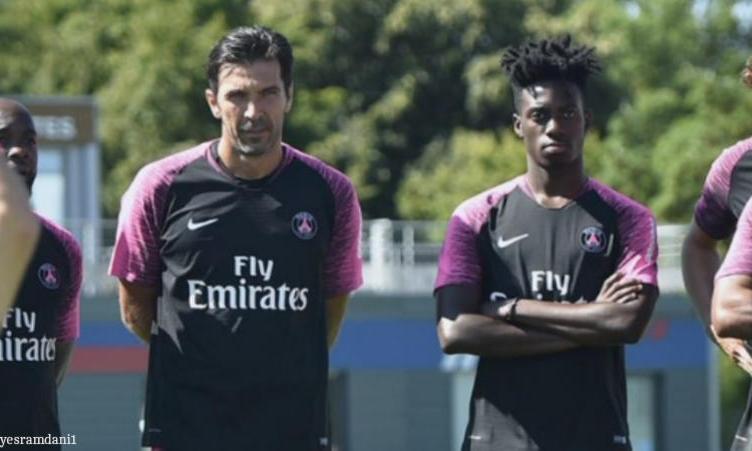 Tale padre, tale figlio: Gigi Buffon avrà cura di te