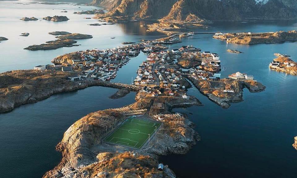 'Henningsvær Stadion', l'Ottava Meraviglia del Mondo